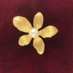 Sculptured Gold Tone Flower With 9MM Pearl Brooch